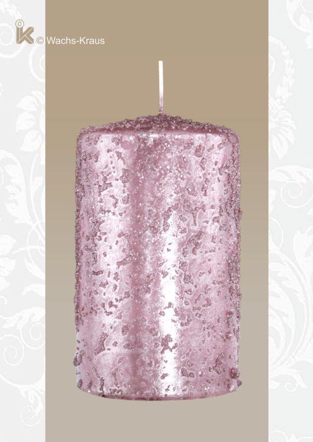 Stumpenkerze mit außergewöhnlicher Oberfläche, Perlmutt-rosa