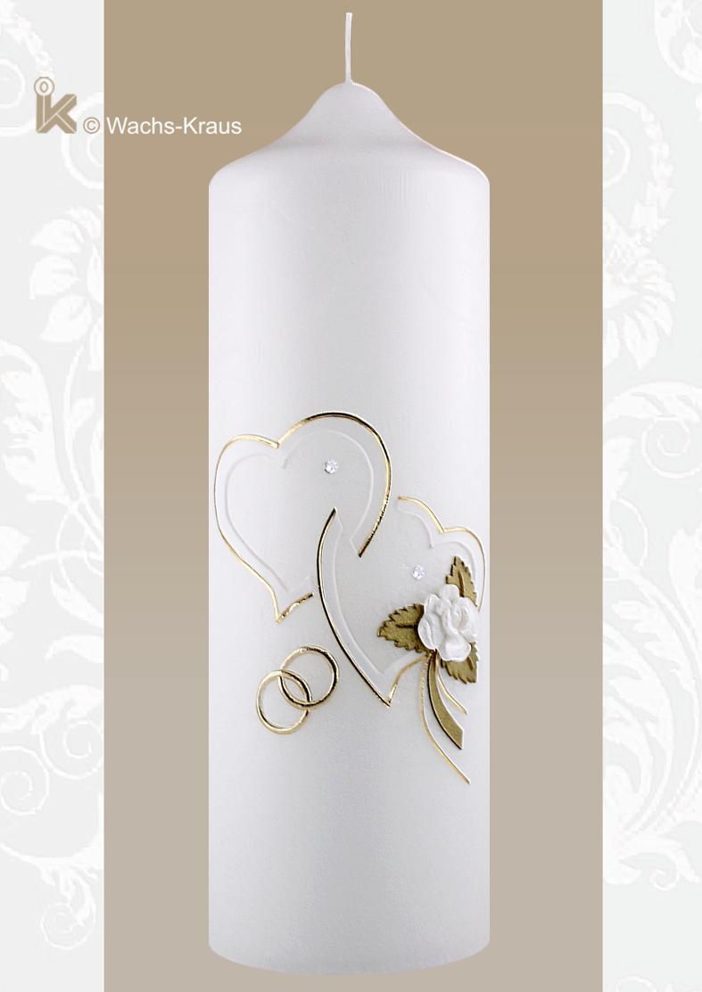 Auf eine Pergament-Optik Kerze, sind zwei weiße Herzen, welche mit feinen Goldstreifen umrandet sind und aus Wachs gegossene Blüte.