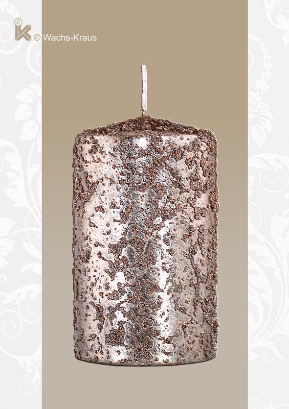 Eine außergewöhnliche Kerze z.B. für Ihren Adventskranz oder ein schönes Weihnachtsgesteck. Die besondere Oberflächenstruktur und die Kupferfarbe.