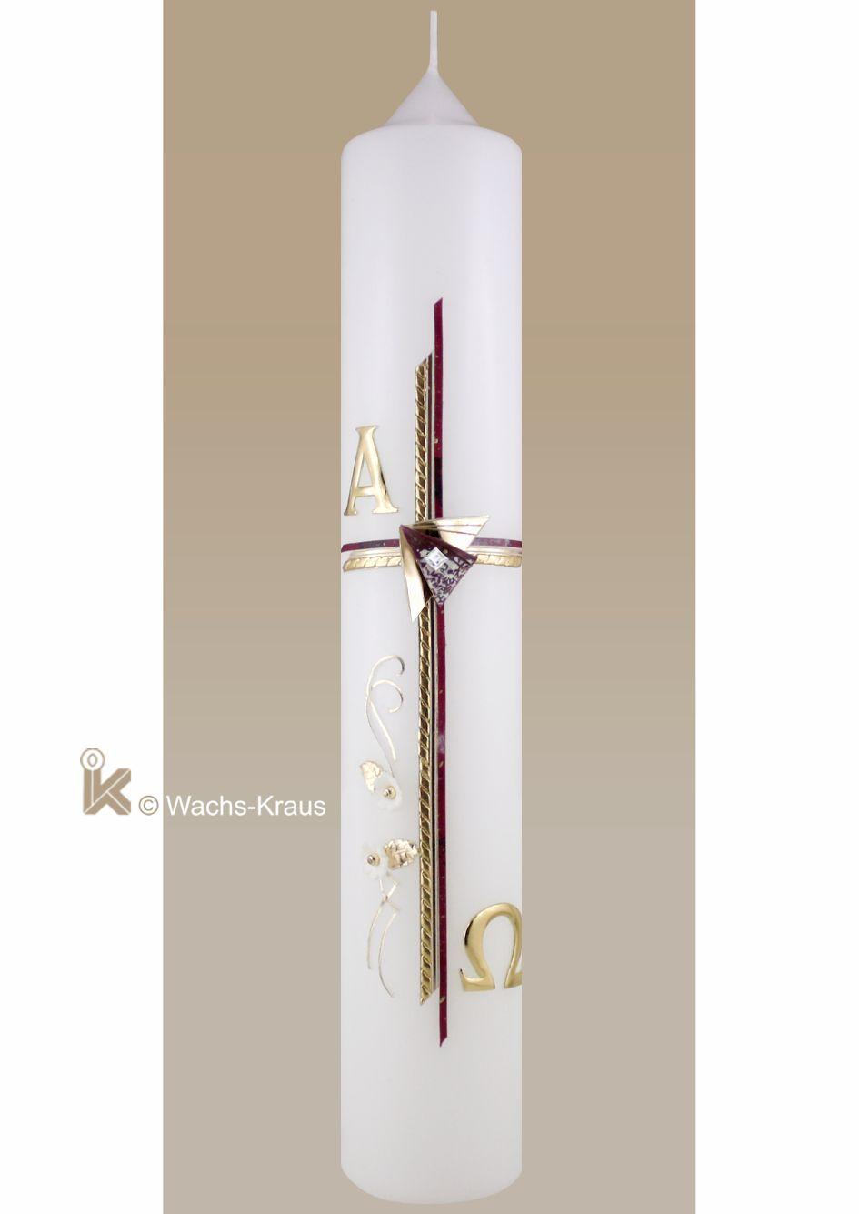 Eine moderne Taufkerze für Mädchen. Das dreifach gelegte Kreuz, einmal in Rot marmoriert und mit einer Goldborte, dazu eine Ranke mit weißen Blüten.