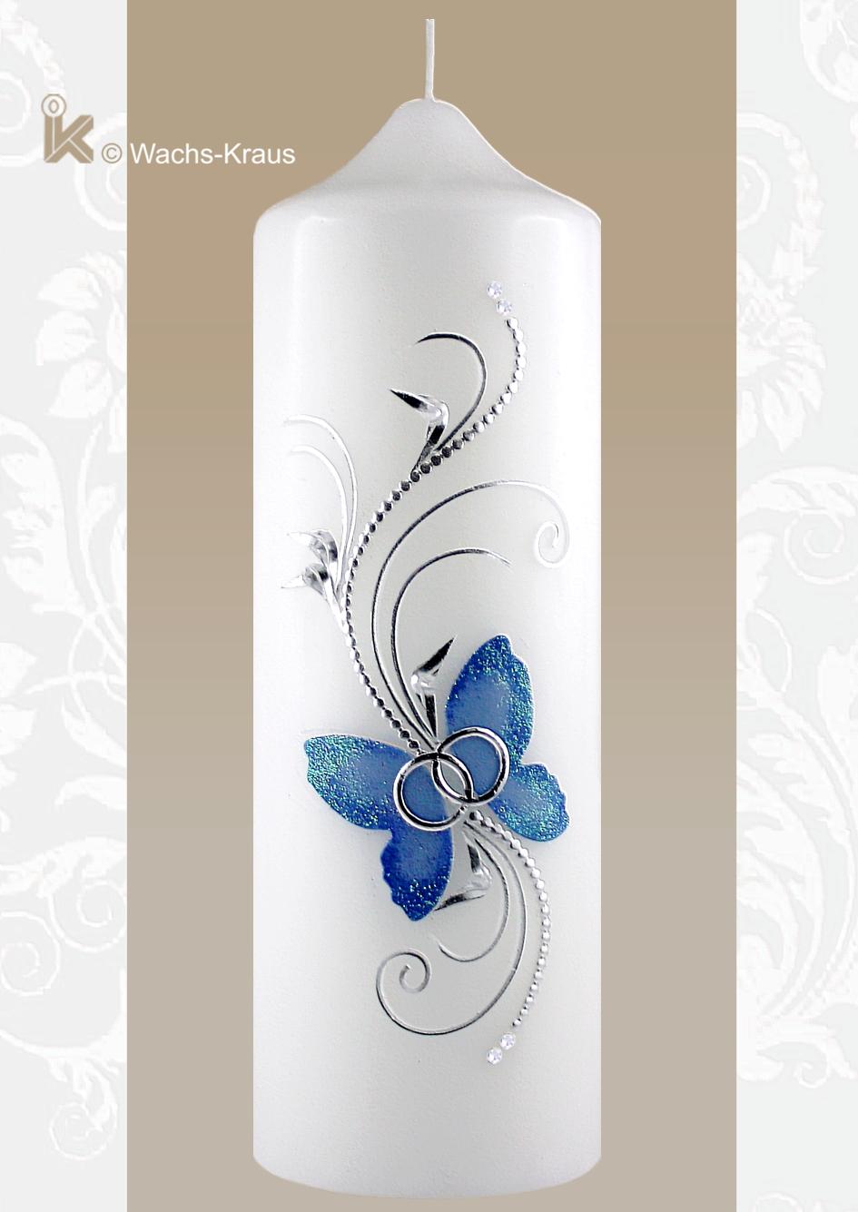Außergewöhnliche Hochzeitskerze mit dem blauen Schmetterling, dezentem Glimmer an den Flügeln, zart verspielten Bordüren und Blättern.