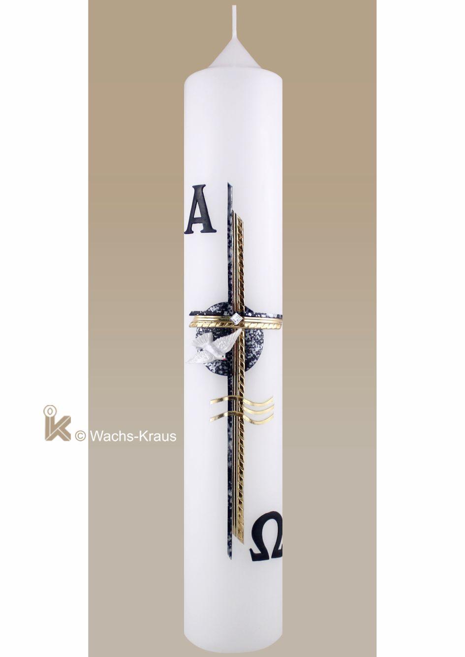 Moderne Taufkerze für einen Jungen. Das blaue Kreuz ist gesprenkelt und mit einer goldenen Borte abgesetzt. Dazu: Taube, Alpha Omega, Wellen.