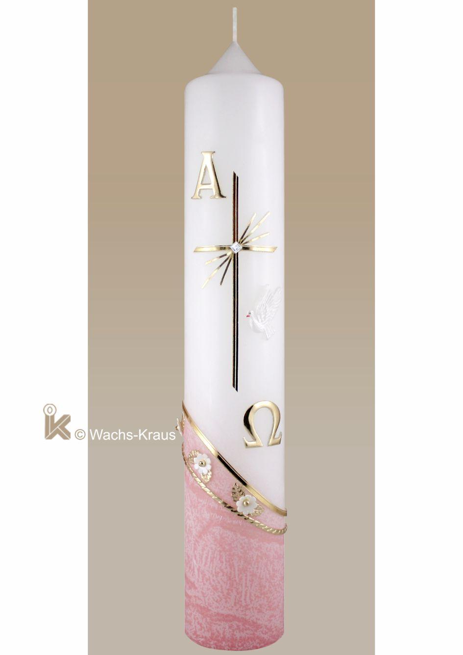 Diese moderne Taufkerze ist mit flüssigem rosafarbenen Wachs überzogen, darüber ein Kreuz mit Alpha und Omega und der Hl. Geist Taube.