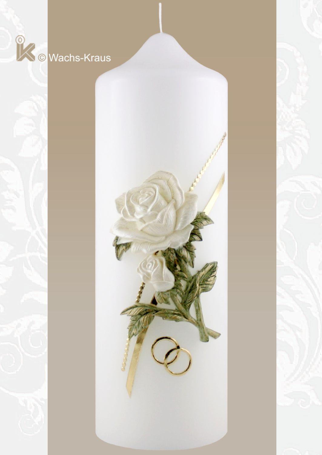 Besondere Hochzeitskerze mit ihrer champagnerfarbenen, aus Wachs gegossenen Rose mit zartgrünem Laub und goldene Ringen.