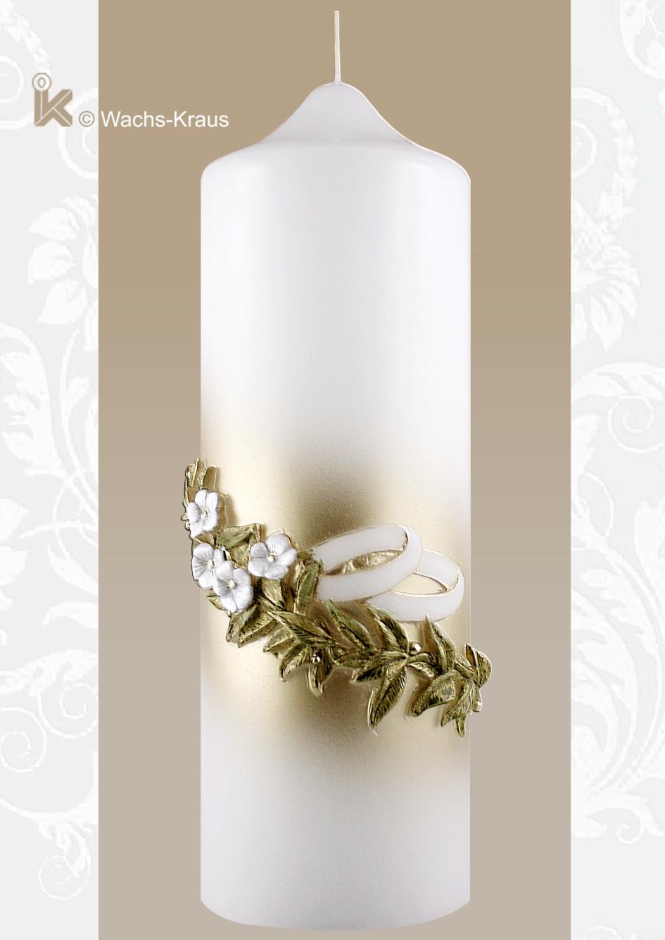 Gold-lackierte Brautkerze mit ihrer aus Wachs gegossenen Blumenranke mit weißen Blüten und den ebenfalls gegossenen Ringen.