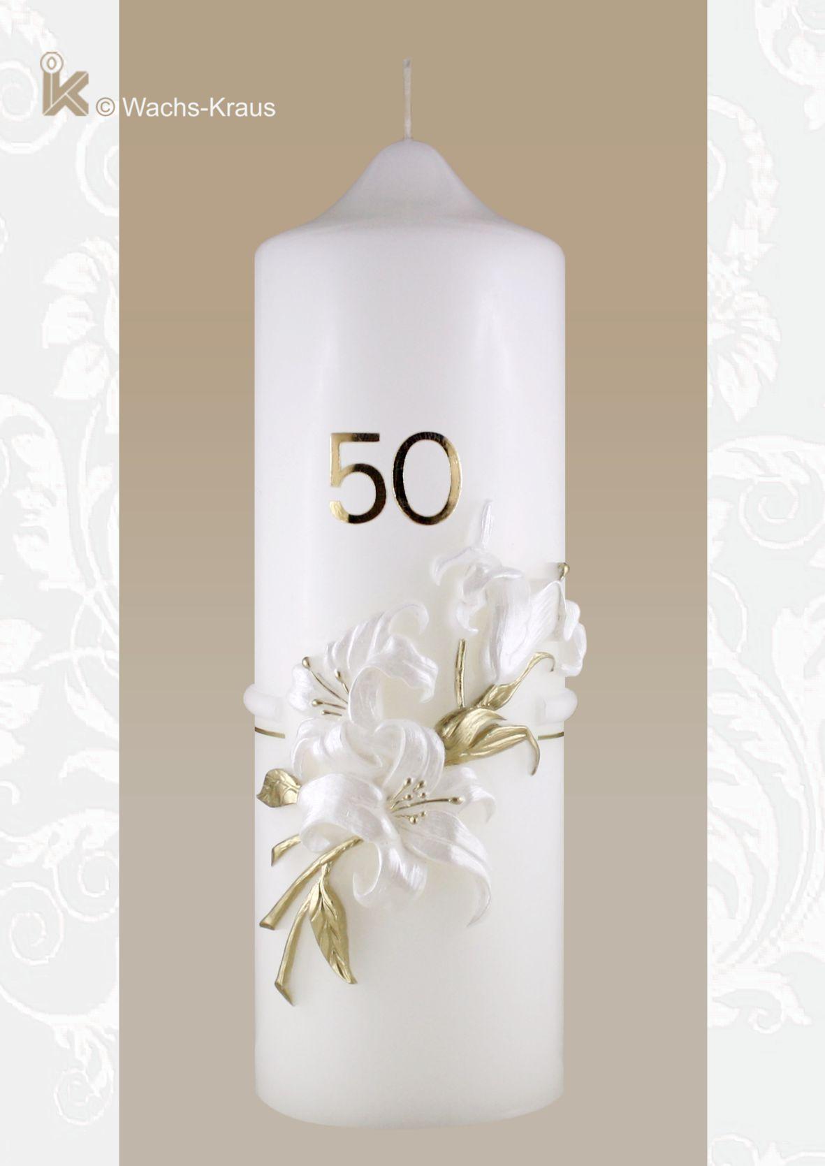 Wunderschön gearbeitete Kerze zum Geburtstag mit einer aus Wachs gegossenen Lilie.