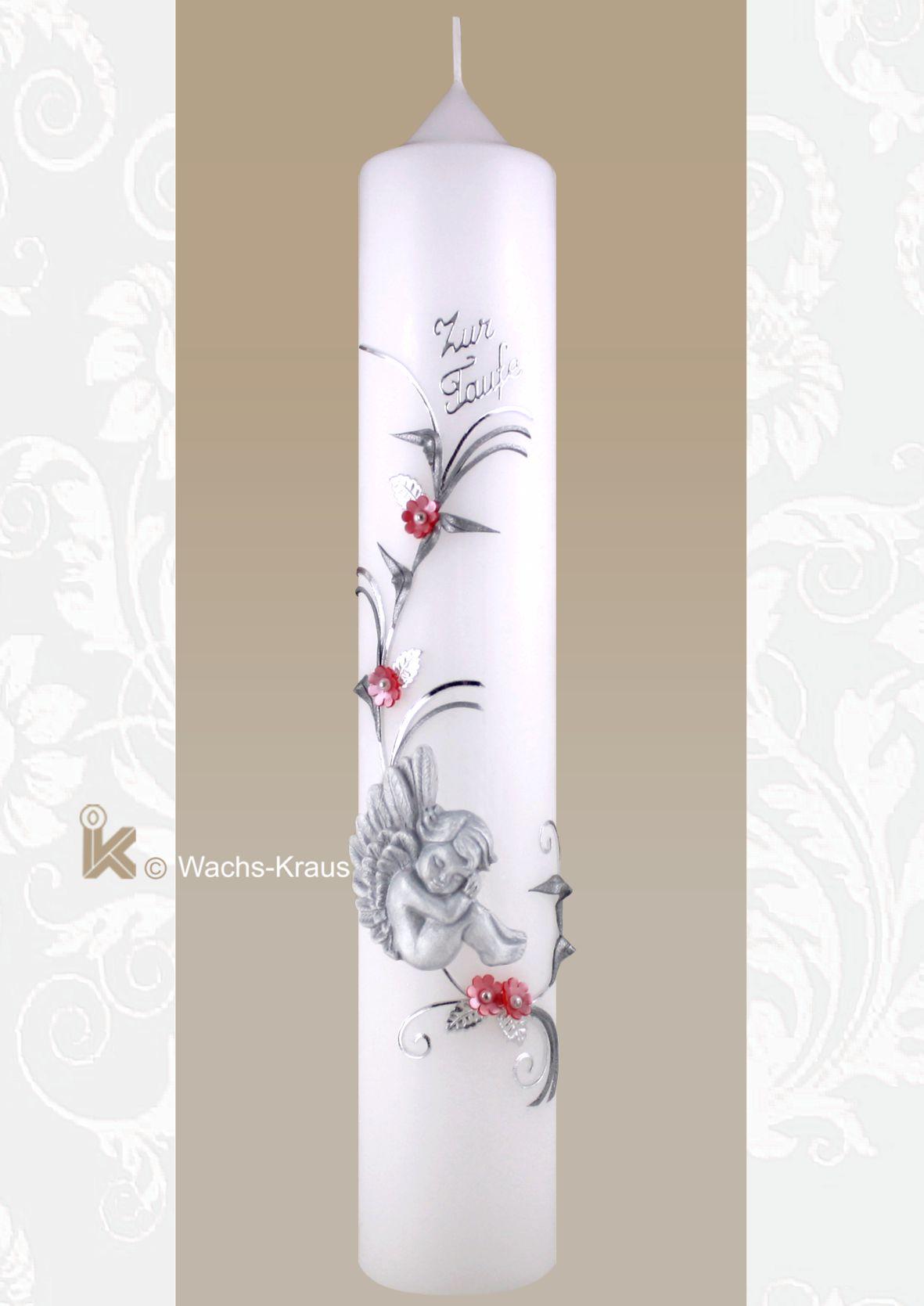 Taufkerze mit einem Schutzengel für Mädchen. Eine wunderschöne Taufkerze mit einem aus Wachs gegossenen Schutzengel, der in einer feinen, silberfarbenen Blumenranke mit rosa Blüten sitzt..