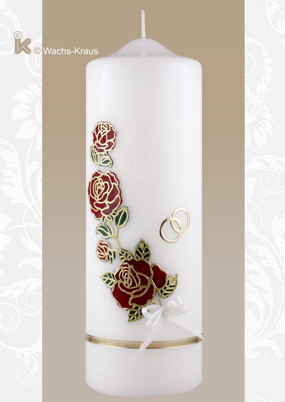 Schön gestaltete Hochzeitskerze zu einem unschlagbaren Preis. Die Silhouette einer Rose mit Wachsplatten unterlegt, dazu eine Abschlussborte und Ringe.