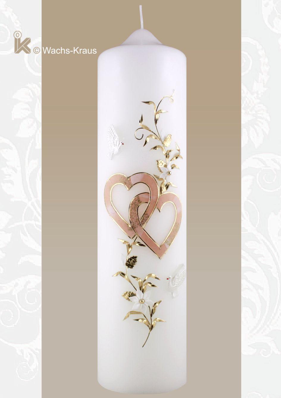 Liebevoll ausgearbeitete Hochzeitskerze. Zwei, ineinander verschlungene Herzen in dezentem apricot und dazu eine Blumenranke und ein Paar Tauben.