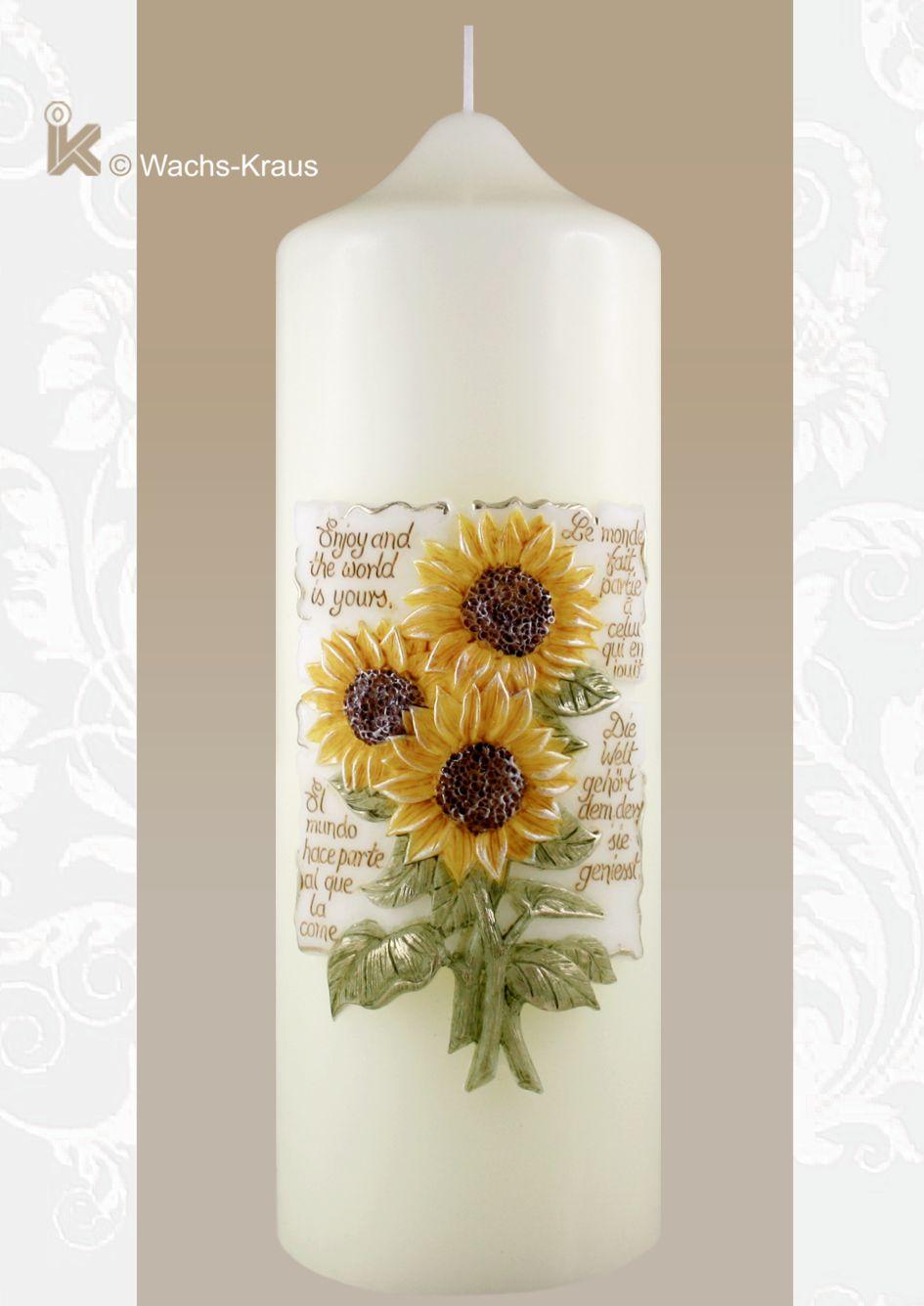 """""""Die Welt gehört dem, der sie genießt"""" dieser Spruch, ist in vier Sprachen zusammen mit einer sehr schönen Sonnenblume auf einem Relief."""
