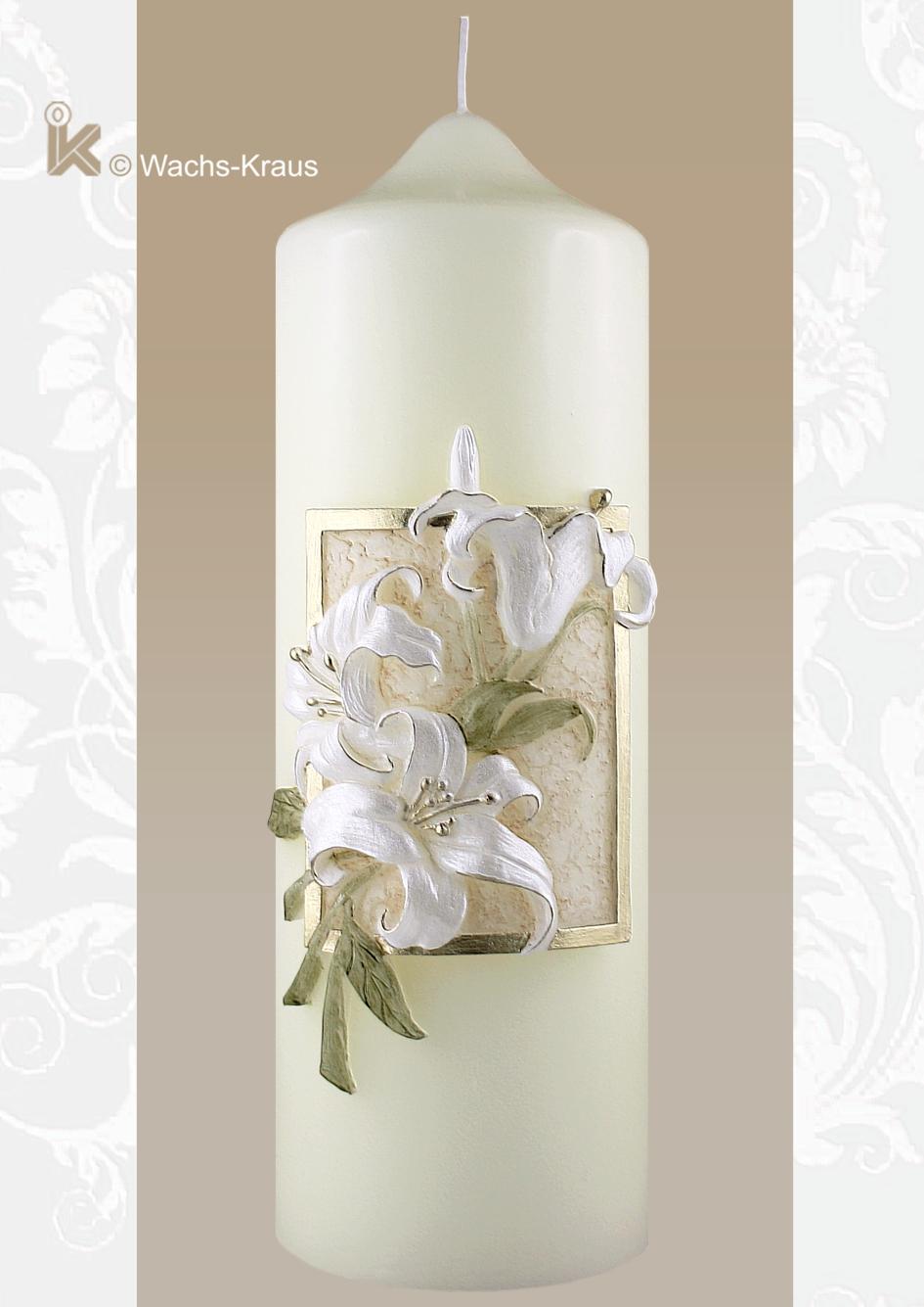 Champagnerfarben passt zu vielen Brautkleidern, das Motiv außergewöhnlich. Ein kleines Relief aus Wachs gegossen zeigt wunderbar modellierte Lilien.