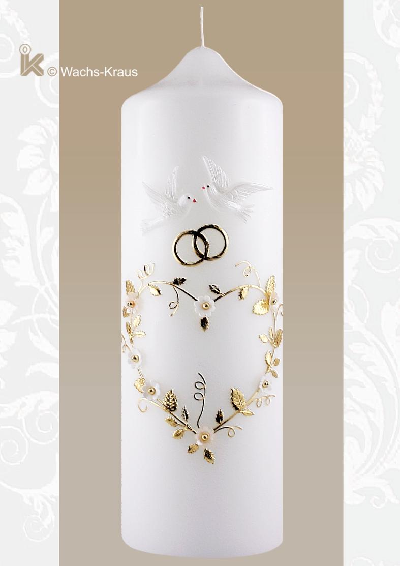 Eine bezaubernd verspielte Hochzeitskerze. Nicht nur ein Herz, sondern ein aus einer Blumenranke geformtes mit Blüten, Tauben.
