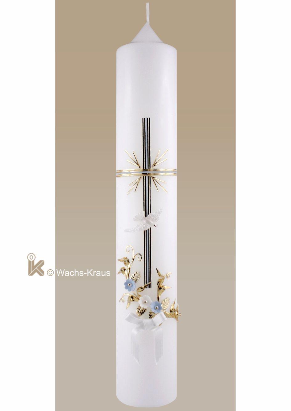 In feinster Handwerkskunst ist diese klassische Taufkerze für Jungen hergestellt worden. Das golden unterlegte, blaue Kreuz und ein Blumenstrauß