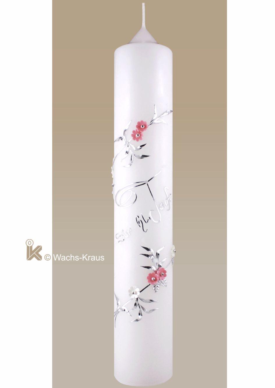 Sehr feine mit viel handwerklichem Können verzierte Taufkerze für Mädchen. Unten und oben umlaufend eine Ranke mit Blüten, Schrift: zur hl. Taufe